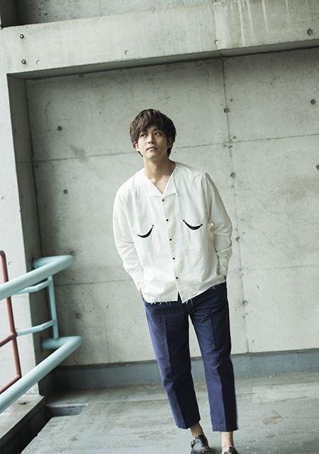 大きめシャツの松坂桃李