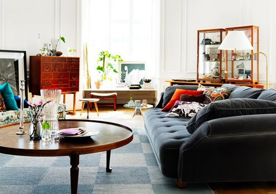 love this coffee table - SO hard to find a simple, round table!