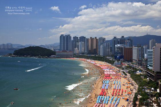 Một ngày nắng vàng trên bãi biển Haeundae của Hàn Quốc
