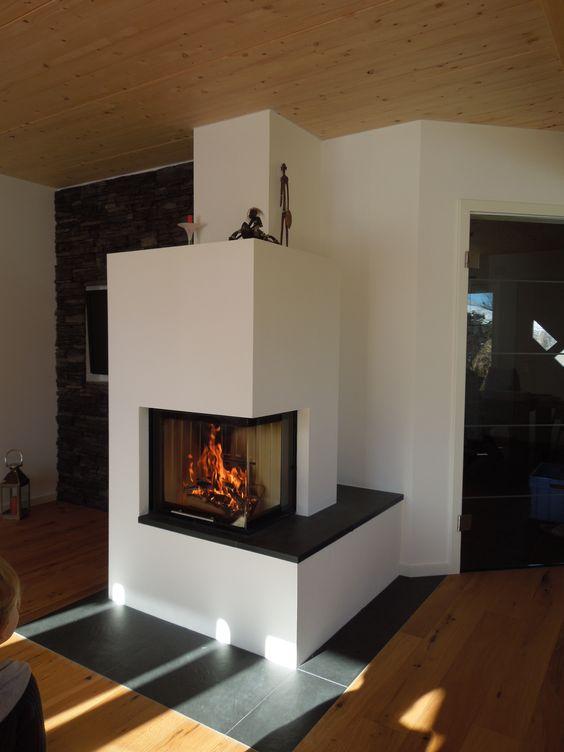 moderner 2 seitiger heizkamin schlicht wei gemauert mit natursteinbank wohnzimmer. Black Bedroom Furniture Sets. Home Design Ideas