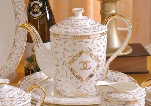 Exquisite Style And Class In This Luxury 15 Piece Coffee Tea Set Made With Over 45 Bone Meal China Two Tone Bone China Tea Set China Tea Sets Tea Pots