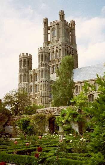 El siglo XII Ely Catedral, Cambridgeshire, Inglaterra.
