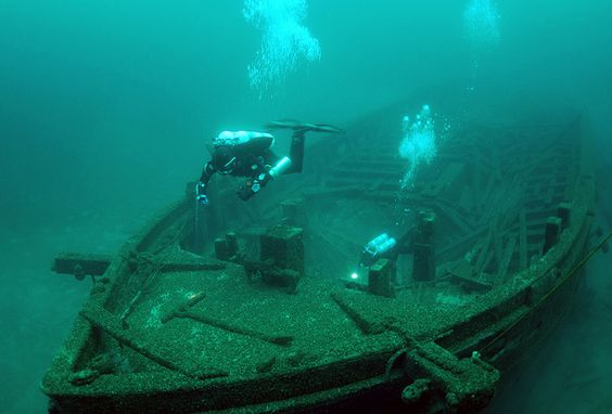 Divers explore the bow of the schooner ROUSE SIMMONS, also known as