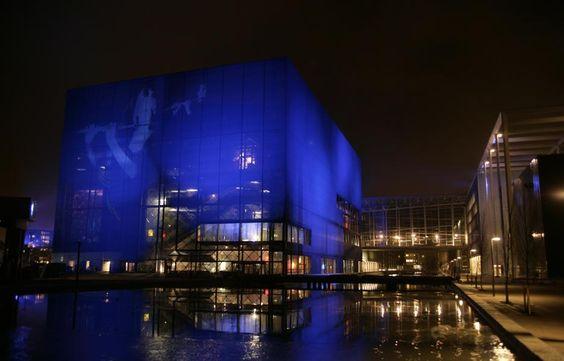 Projeção sobre membrana têxtil! Copenhagen Concert Hall by Jean Nouvel