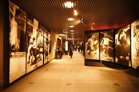 https://flic.kr/p/vezwn   Nobuyoshi Araki photos   Nobuyoshi Araki's Photo Exhibition in Edo Tokyo Museum, Japan. Photographs of Tokyo, Japan from 1962 to 2006.