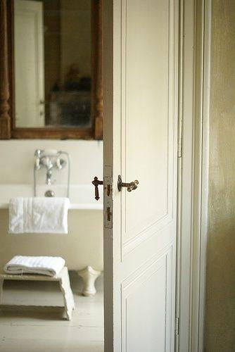 Spiegel über Badewanne