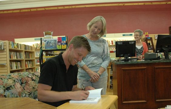 Book signing at Paragraphs Bookstore in Mt Vernon, Ohio