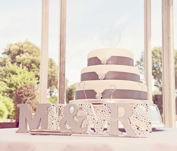 Mr Mrs Wedding Cake