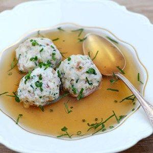 Südtiroler Speckknödel-Suppe