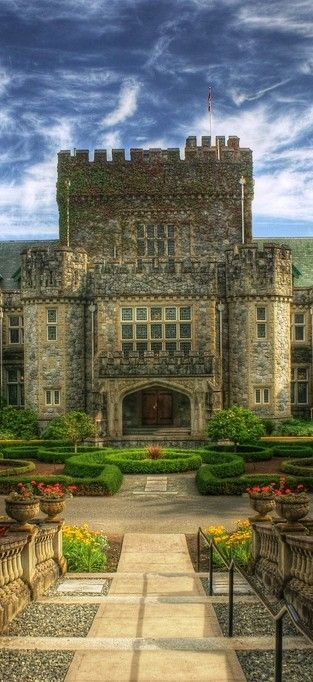 Hatley Castle in Colwood (near Victoria on Vancouver Island) in British Columbia, Canada • photo: Brandon Godfrey on Flickr: