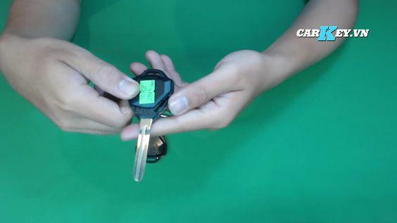 Tháo vỏ chìa khóa Fortuner