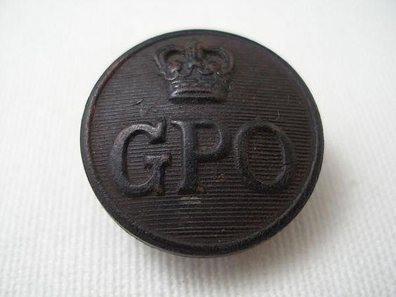 イギリスGeneral Post Officeのユニフォームボタンです。