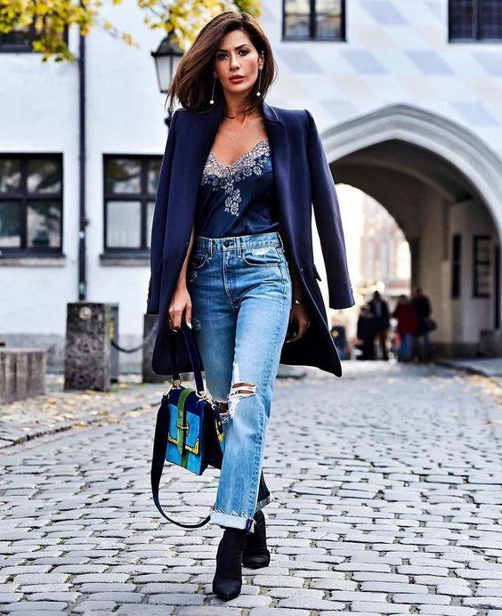 Тенденции джинсов 2018-2019 года: самые модные модели джинсов в сезоне, фото, новинки. Какие джинсы самые модные: тренды модных джинсов 2018-2019. Модные джинсы бойфренды, клеш, широкие джинсы, черные и белые джинсы.