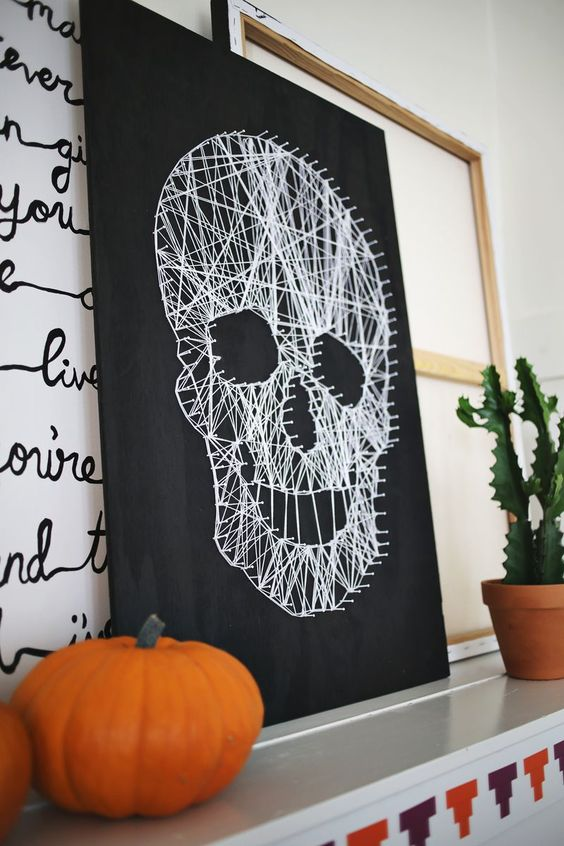 Love this DIY skull string art!! Click though for a photo tutorial!: Halloween Decorations, Halloween Skull, Decor Ideas, Halloween Art Project, Diy Halloween Decoration, Halloween Diy Decoration, Halloween Painting