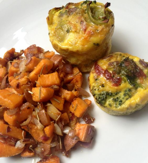 Homemade #gf veggie omelet quiches: Baked with broccoli, Brussels sprouts, onion & sun dried tomatoes. Side of garlic rosemary sweet potato fries sautéed in olive oil. Serve hot!