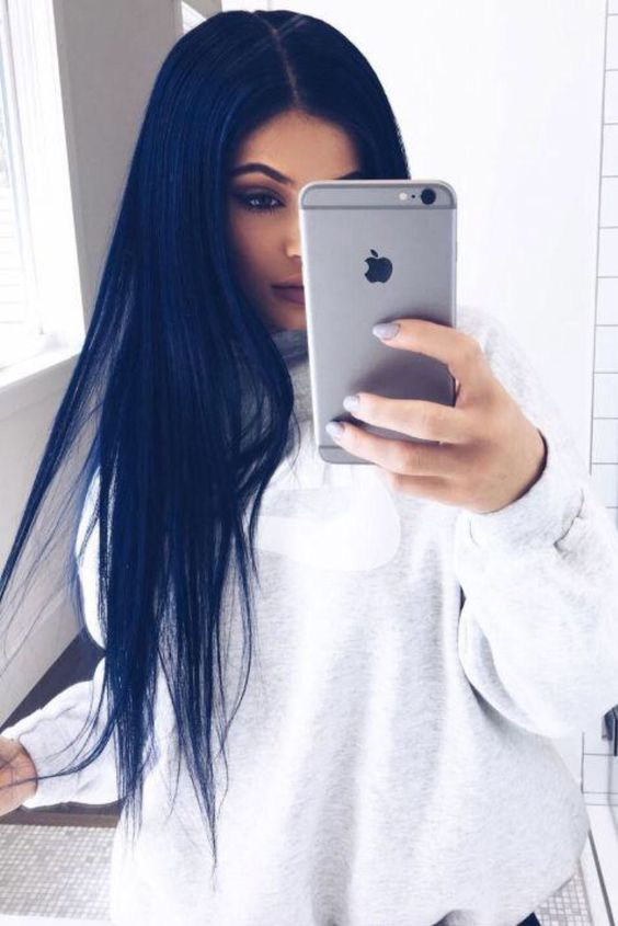 Kylie Jenner navy blue hair  Is this turning into a blue hair board? cus I'm cool with it