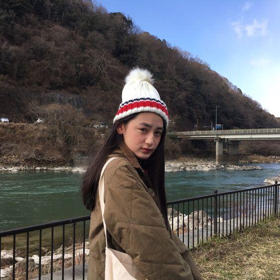 ニット帽を被った八木莉可子