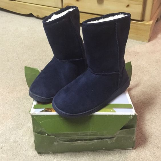 "New DAWG boots Brand new ""Dawgs"" boots. Navy blue color. Size 7. Dawgs Shoes Winter & Rain Boots"