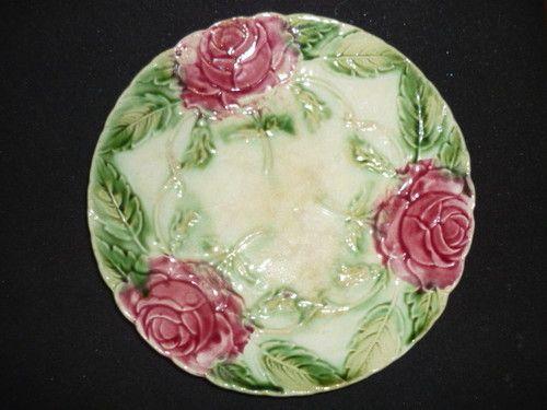 assiette en barbotine a decor de roses diametre 20 5 cm. Black Bedroom Furniture Sets. Home Design Ideas