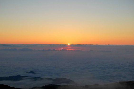 Sea of Clouds  sunrise @ 2995m above sea level
