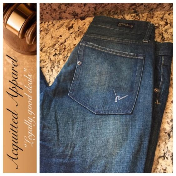 """Citizens of Humanity Flare Leg High Rise jeans Excellent condition. Almost like new. Dark wash. Approx 33"""" inseam Item Location Bin Citizens of Humanity Jeans Flare & Wide Leg"""