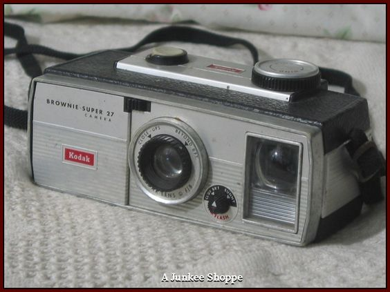 KODAK BROWNIE Super 27 Vintage Film Camera 1961 Thru 1965 Used  IMG 1175 http://ajunkeeshoppe.blogspot.com/