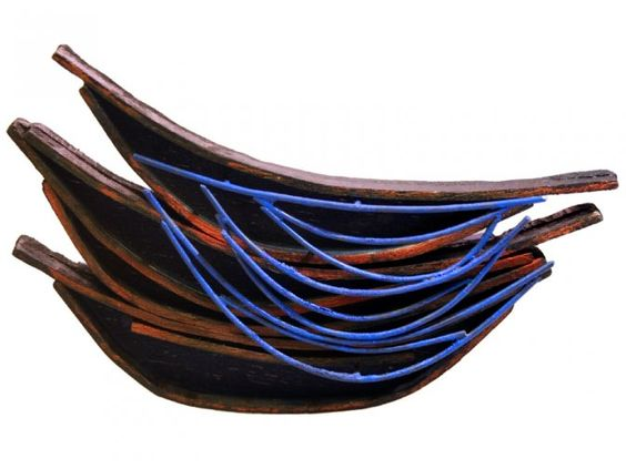 "Isabel Tristan -broche  ""Plats"" - wood curved hand stained with dyes, alpaca and acrylic enamel Measure: 52x120 mm CONTEXT Galeria"
