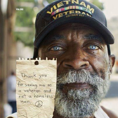 "man holding note that reads, ""Thank you for seeing me as a veteran and not a homeless man. Peace."""