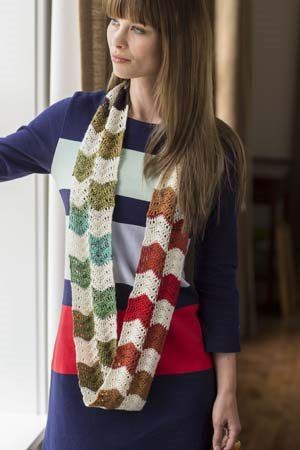 I LOVE the stripes in this crochet cowl. It Girl Crochet: Crochet Scarf