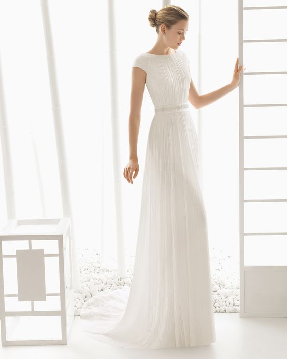 DUPION traje de novia en muselina de seda con adorno de pedreria.