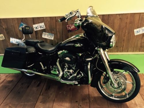 Harley-Davidson-Street-Glide-CVO-Screamin-Eagle-2012