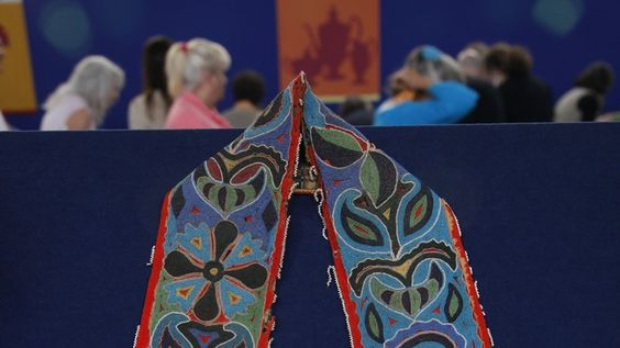 Check out Ted Trotta's ANTIQUES ROADSHOW appraisal of this Cherokee Bandolier Bag with Document from San Diego, Hour 2!
