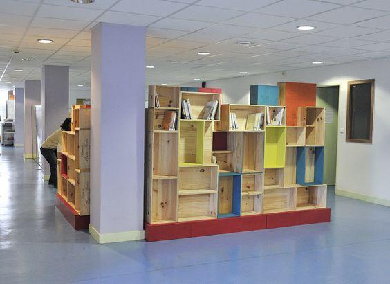 installation d 39 une biblioth que en caisses de vin au ccas de bordeaux r fection des fauteuils. Black Bedroom Furniture Sets. Home Design Ideas