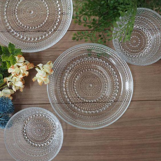 ダイソーの食器はコスパ最強品多し……は、もはや周知の事実ですが、その中でも今「ガラス食器」が激熱。元ヴィンテージガラス食器バイヤーの筆者が超おすすめ品をご紹介します!