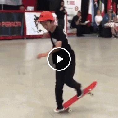 Ele mal tem idade, em compensação habilidade com Skate tem de sobra