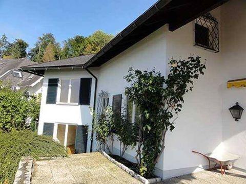 Die #Villa befindet sich  in sonniger Süd-West Lage in bester Wohngegend in #Salzburg, Schule, Kindergarten und Nahversorger sind leicht erreichbar.