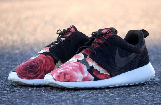 nike roshe run floral black
