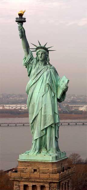 http://www.ann-sophie-design.blogspot.com/2012/02/modische-crochet-mutze-model-sabine-fur.html  Statue of Liberty