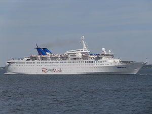 Louis Aura. Ιδιοκτησία: Teal Shipping S.A. Διαχείριση: Louis Cruises. 1968 ~ 1995 Starward. 1995 ~ 2006 Bolero. 2006 ~ 2013 Orient Queen. 2013 ~ present, today's name. Παρθενικό ταξίδι στις 30/11/1968. 15.781GT ~ 160,11 μ.μ. ~ 22,84 μ.πλάτος ~ 8 κατ/τα ~ 16knots ~ 828~910 επ. ~ 400 α.πλ.