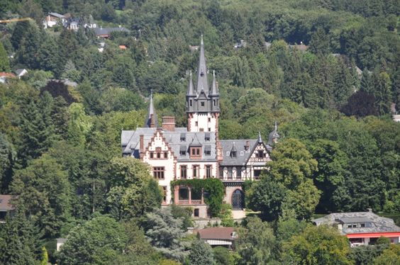 TOUCH dieses Bild: Villa Andrae in Königstein - SAATCHI GALLERY - Option !? by Georg Sander