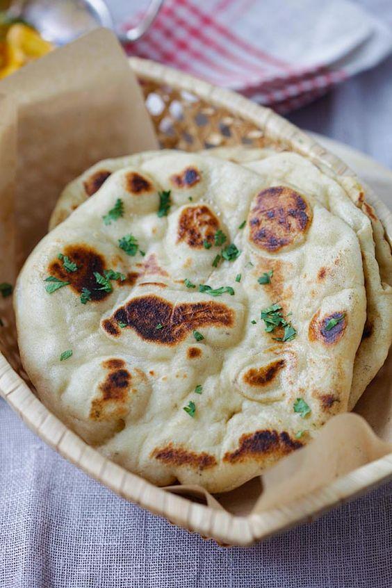 Naan - la receta naan indio casera máscomo hacerlas que usted puede hacer en la sartén.  Pelusa y naan suave que sabe a restaurantes indios |  rasamalaysia.com