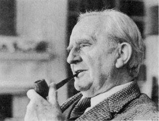 J.R.R. Tolkien foi um dos escritores mais importantes do século 19,20. Tolkien foi responsável pela criação de todo o universo de Senhor dos Anéis, e mais que isso: todas as kbras de fantasia de qualquer autor possui algum elemento que tenha sido criado por Tolkien. Ele foi Premium pois marcou gerações com uma nova forma de escrever, e a qualidade de suas obras ultrapassa qualquer barreira do tempo.