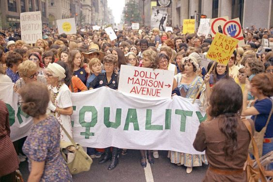A Women S Liberation Rally In New York City Makes Its Way Down Fifth Avenue On August 26th 1971 New York Photos Nyc City Lifestyle