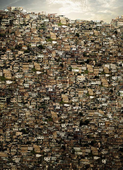 """Sans trop réfléchir à quoi vous fait penser cette photographie ? // """"Favela"""", Fernando Alan"""