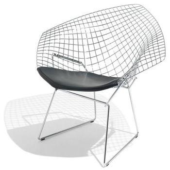 DW-01  Inspirado em Harry Bertoia  Cadeira com estrutura em aço cromado.Assento alcochoado a preto.  Dimensão:85x84x66x43.50 cm
