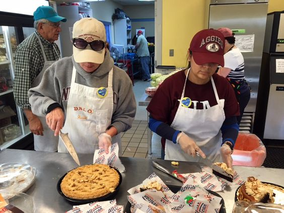 HOORAH! // Recently, a group from NMSU's University Advancement and Marketing and Communications offices honored Palormo's memory by volunteering their time at El Caldito, an organization in constant need of volunteers and funds to keep going. (NMSU photo by Kristie Garcia) #discoverNMSUextension