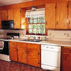 Old houses hardware and painted kitchen cabinets on pinterest for Ideas to redo old kitchen cabinets
