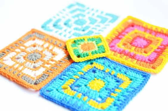 I have a plan, a dream, a desire.  Call it what you will but I want to see this through till the end... if there ever is an end. I want to design different granny squares and then make one awesome ...