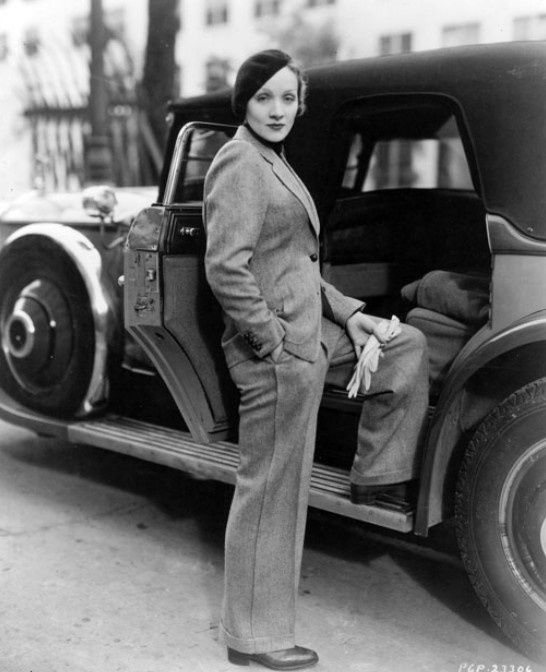 Marlene Dietrich and Rolls Royce Phantom 1