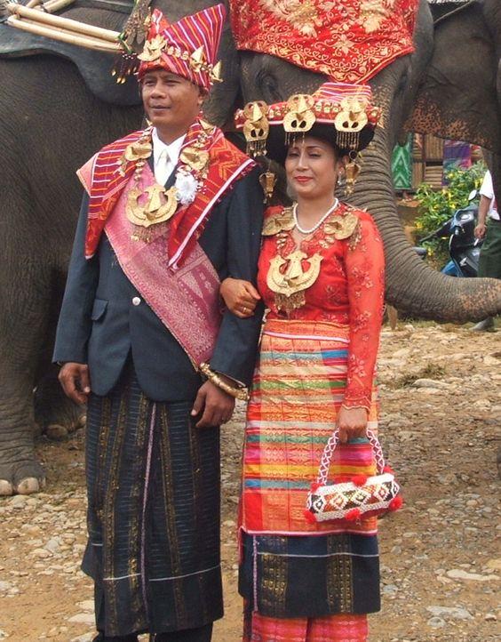 Традиционни дрехи от северната суматра
